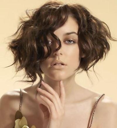 تسريحات الشعر المجعد